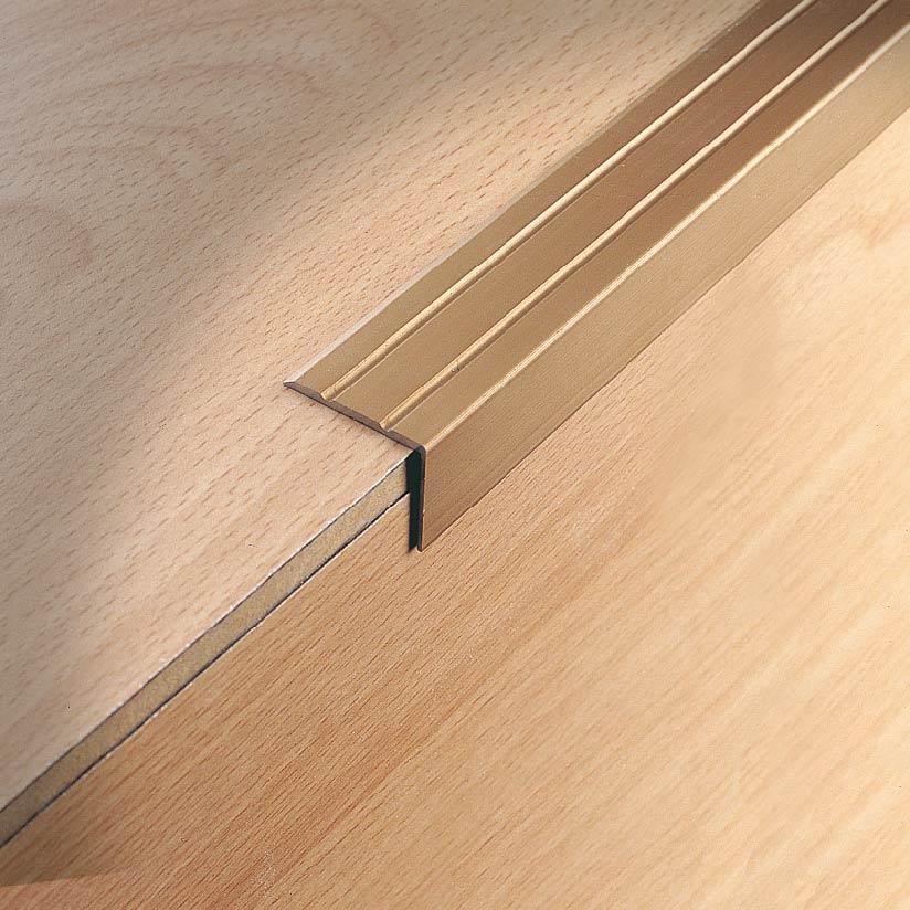 Profili paraspigoli Stairtec SL per gradini rivestiti in laminato