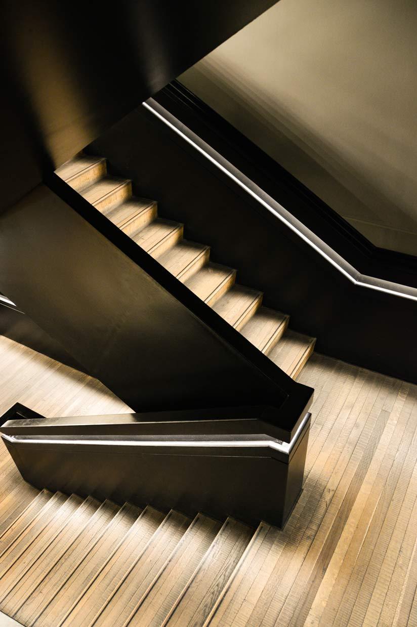 Soluzioni di scale interne con profili terminali per gradini