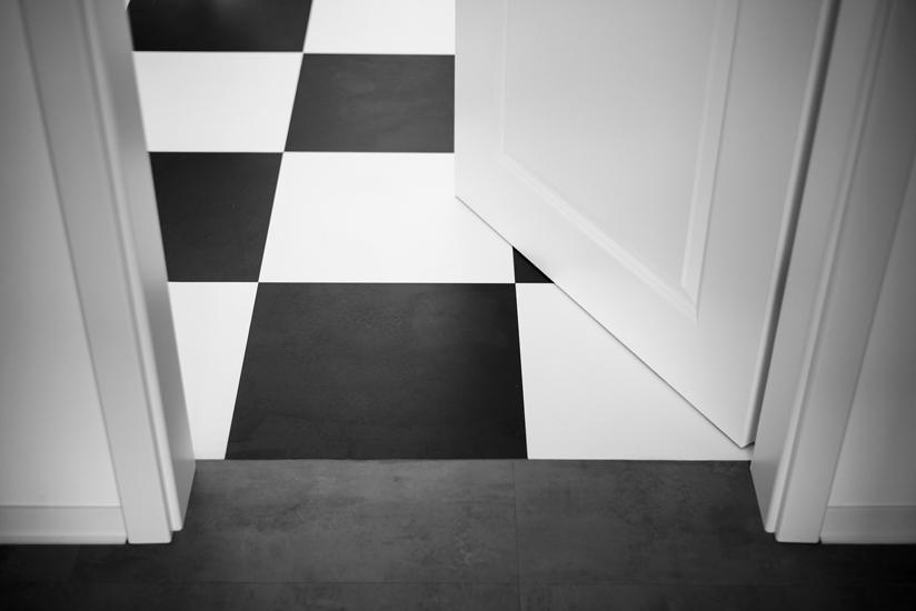 Soglia di una porta senza profilo coprisoglia