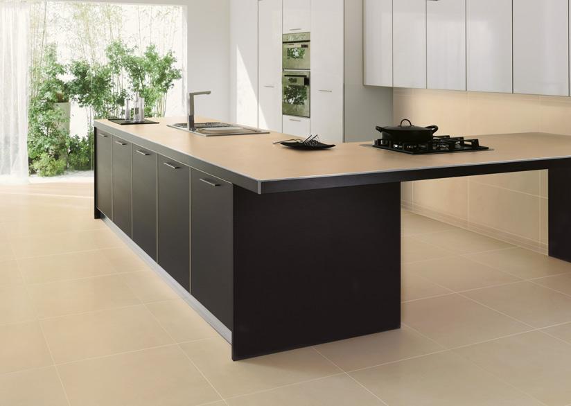 Il profilo angolare per mattonelle Squarejolly SJ in una cucina moderna